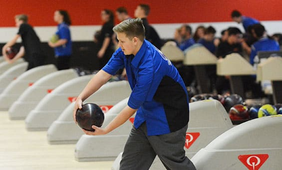 Bowler stepping up to the lane