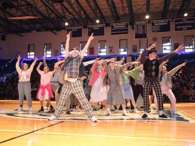 Studnets dancing